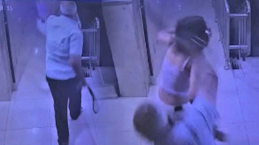 Aracının alarmı çalınca komşunun çocuğunu kemerle dövdü