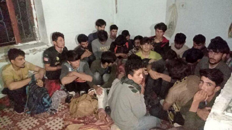 Eve baskın! 43 düzensiz göçmen yakalandı