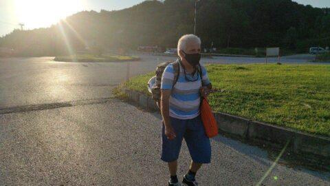65 yaşında 5 yıldır yürüyerek seyahat ediyor