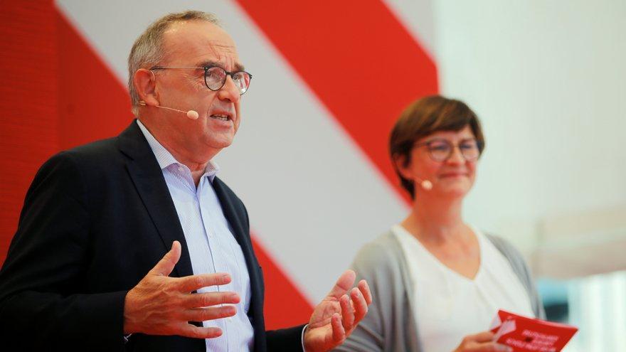 Almanya'da solcular, muhafazakarları ilk kez geçti