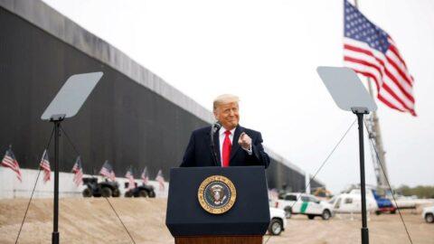 Trump'ın 'geçilemez' dediği duvar yıkıldı