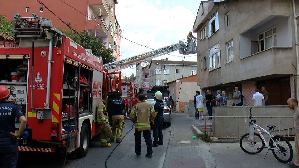 Maltepe'de bebeğini rehin alan baba evi ateşe verdi