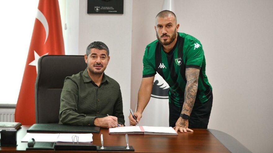 Mustafa Çeçenoğlu Denizlispor'la 2 yıllık imzaladı