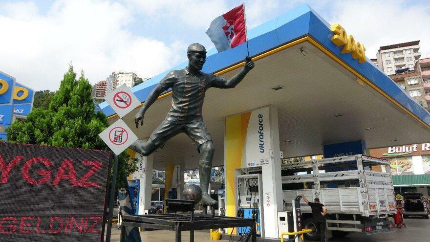 Trabzonsporlu taraftarlar, Nwakaeme'nin heykelini yaptırdı