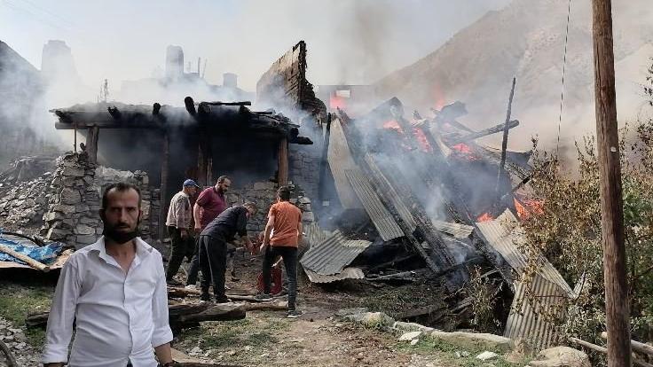 Mahalledeki yangın 6 eve sıçradı