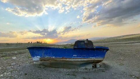 Kuraklık barajı vurdu, tekneler karaya oturdu
