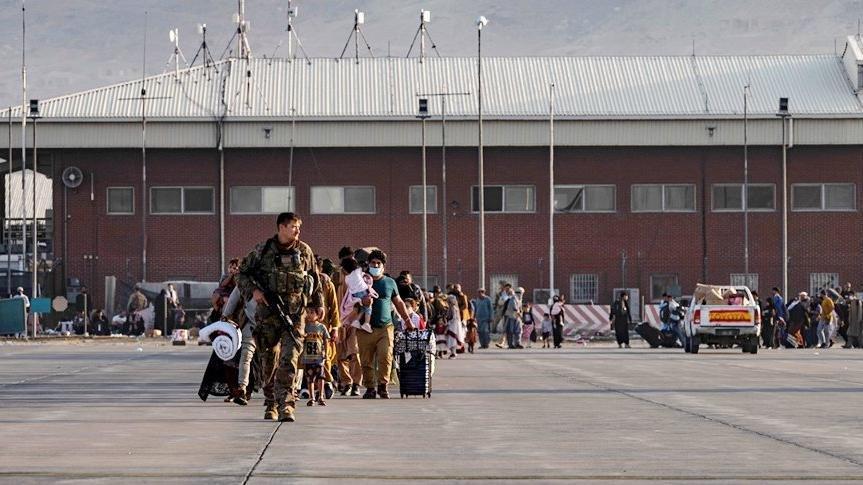 İngiltere ve ABD'den Kabil Havalimanı'nda 'terör saldırısı' uyarısı