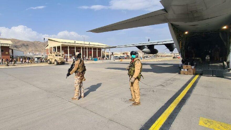 Afganistan'da son durum: Müzik yasaklanacak, İtalyan uçağına saldırı