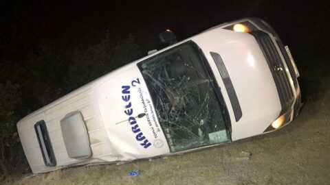 Malazgirt kutlamalarında görev yapan polisleri taşıyan minibüs kaza yaptı: 16 yaralı