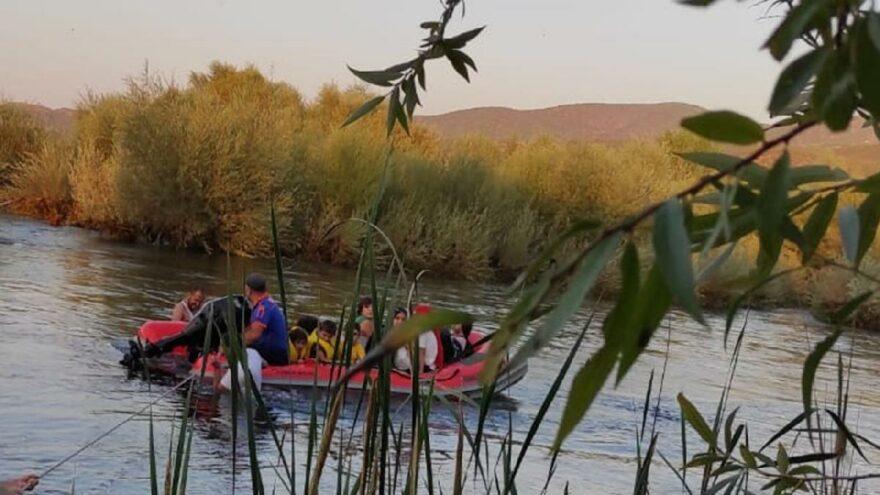 Baraj suları yükseldi, 30 kişi mahsur kaldı