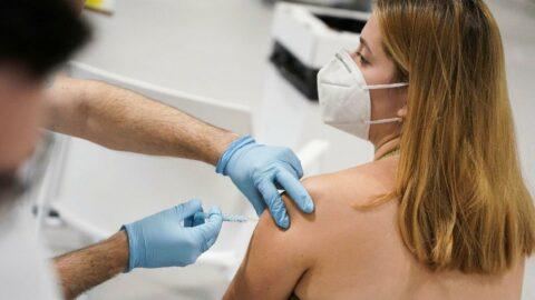 Savaşçı: Aşılar halkın yüzde 90'ının hastaneye yatışını önledi