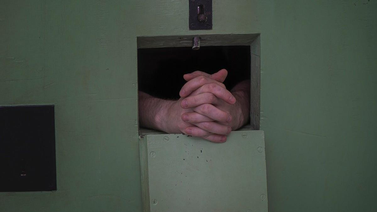 Cezaevine uyuşturucu sokan avukata 18 yıl hapis istemi