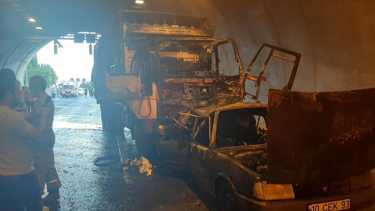 İzmir'de korkunç kaza: Otomobil alev aldı, 4 ölü