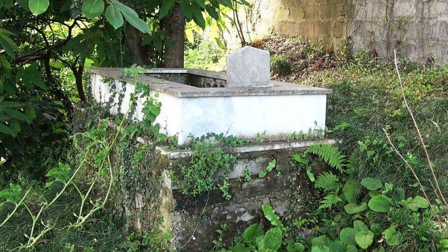 Maddi sıkıntılar çeken tiyatrocu, miras kalan mezarlıklarını satışa çıkardı
