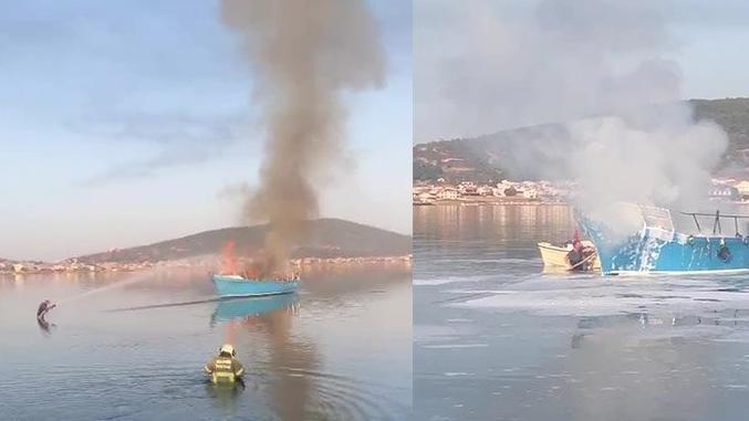 İtfaiyeciler, teknedeki yangını söndürmek için kıyafetleri ile denize girdi