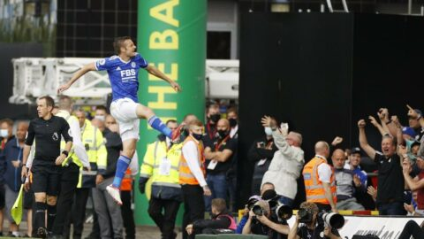 Leicester, deplasmanda Norwich'i devirdi! Jamie Vardy suskunluğunu bozdu...
