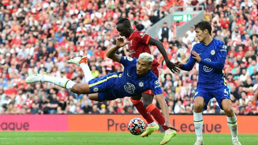 Chelsea 10 kişi kaldığı maçta Anfield'da Liverpool'a kaybetmedi