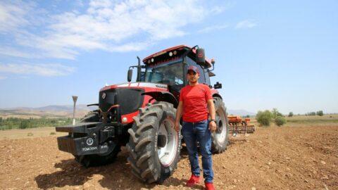 Köyde joystick'li traktör yaptı