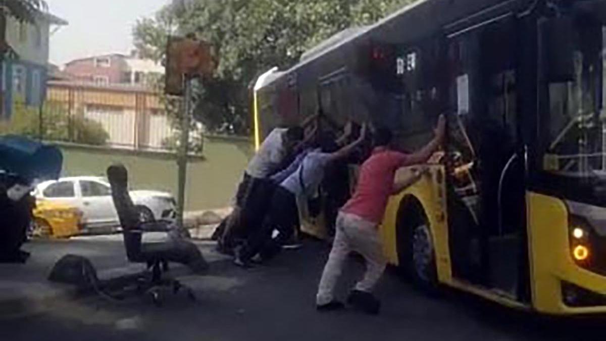 İETT Otobüsü yolda asılı kaldı, vatandaşlar kurtarmak için seferber oldu