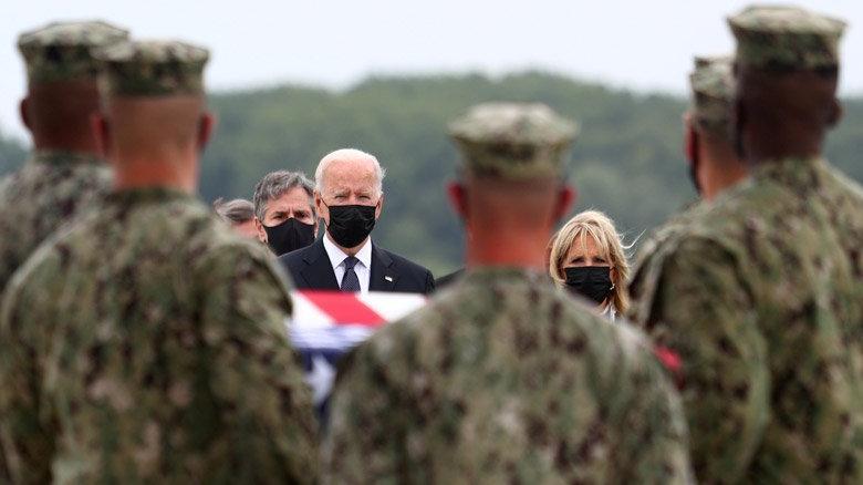 ABD askerlerinin cenazelerini Biden karşıladı