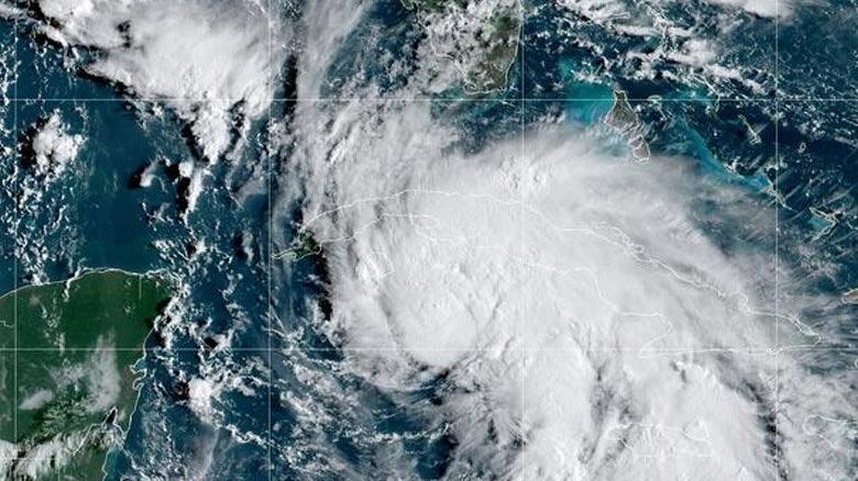 Ida Kasırgası'nda 100 binden fazla ev elektriksiz kaldı