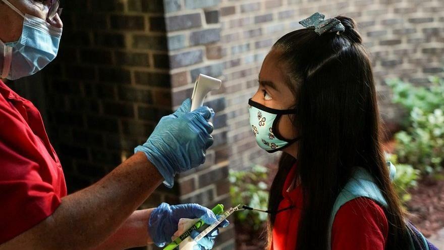 Aşı yaptırmayan öğretmen öğrencilerin yarısına Covid-19 bulaştırdı