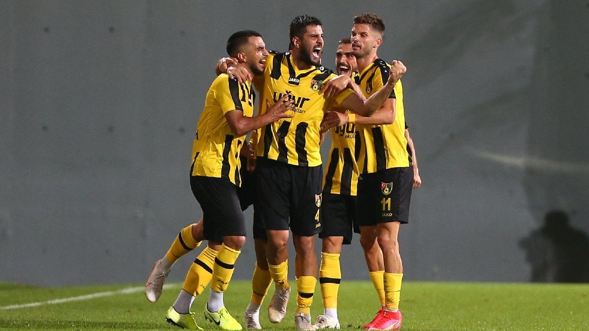 İstanbulspor Altınordu'yu farklı mağlup etti