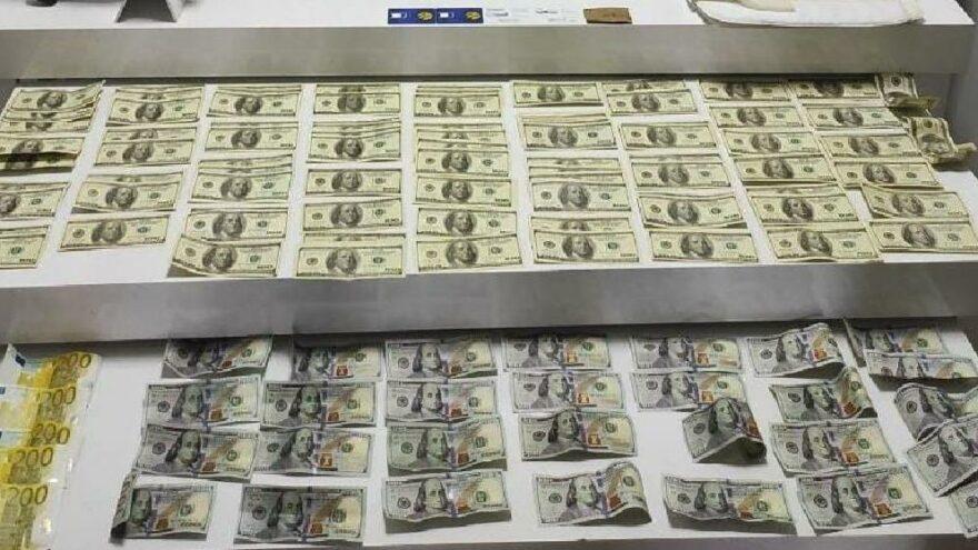 Kaçakçılık operasyonunda binlerce sahte dolar yakalandı