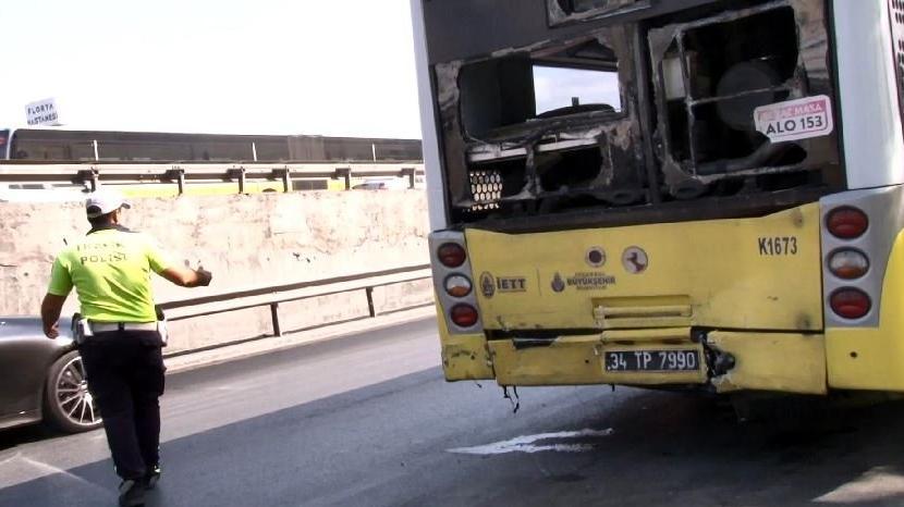 Hafriyat kamyonu İETT otobüsüne çarptı