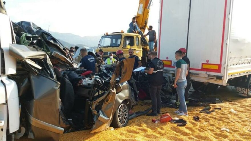 Manisa'da katliam gibi bir kaza daha! Ölü ve yaralılar var
