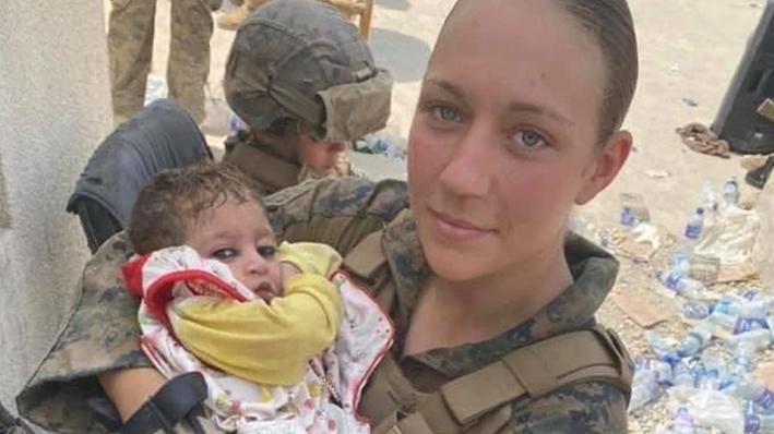 Çocuklar için gönüllü olmuştu: Son fotoğrafı Afgan bebekle