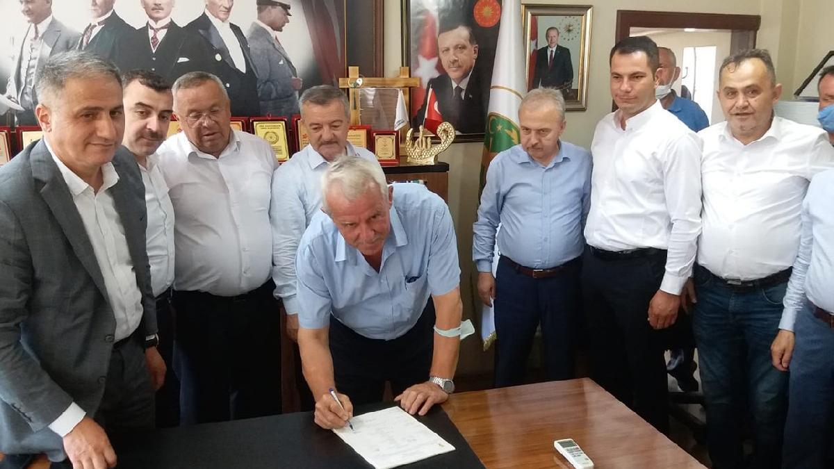 MHP'den istifa edip AKP'ye geçti