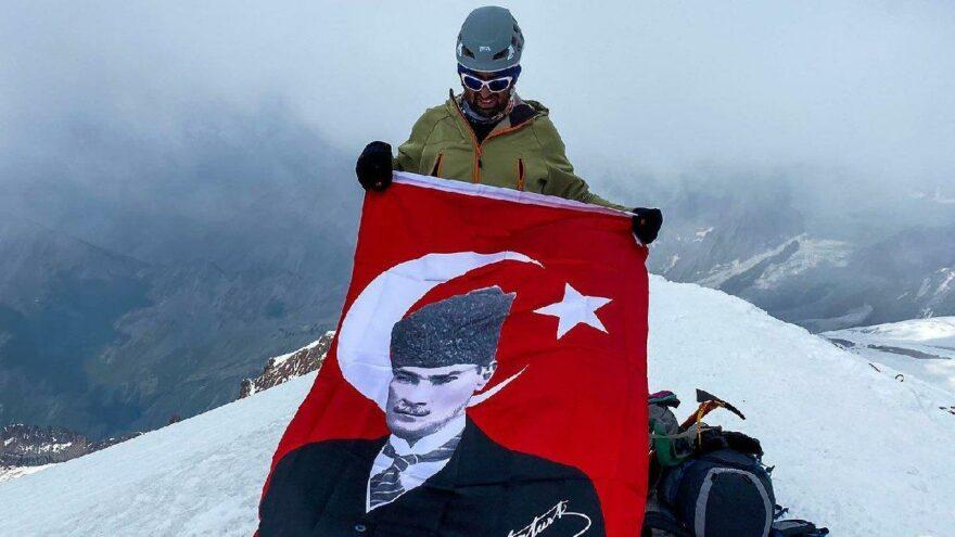 Atatürk ve zafer aşkı sınır tanımadı! Gürcistan ve Rusya'nın zirvesine Atatürk'ün resmini taşıdılar