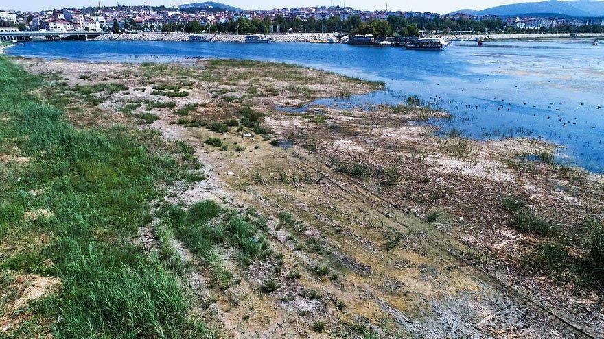 Beyşehir Gölü'nün suyu 150 metre çekildi
