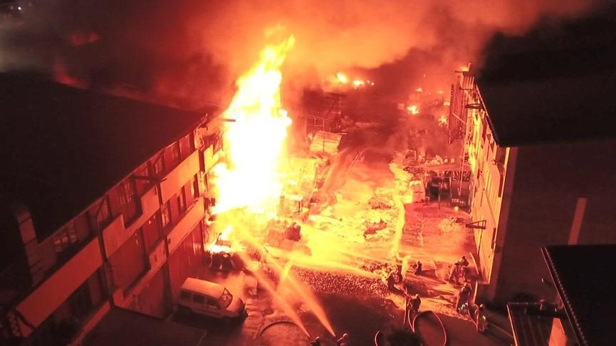 İstanbul'da büyük yangın! 8 saatte söndürüldü