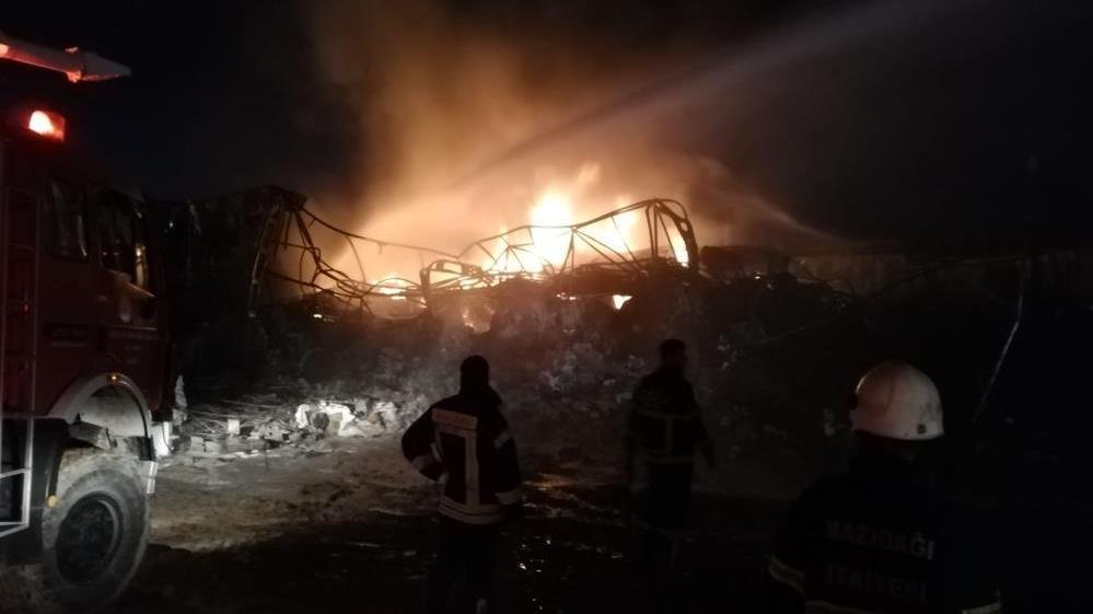 Plastik dönüşüm fabrikasında çıkan yangın kontrol altına alındı