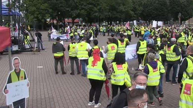 Almanya'da mağaza ve market çalışanları greve gitti