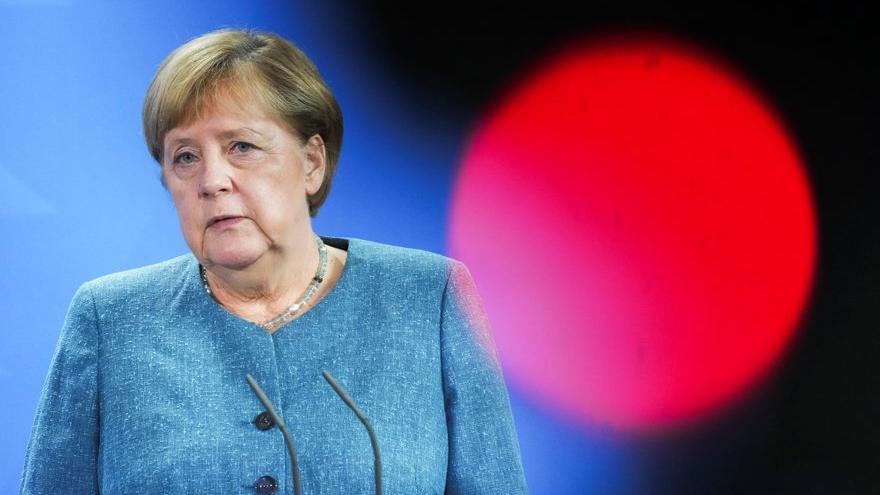 Merkel giderayak bombaladı: Sosyal Demokratlar'ı eleştirdi