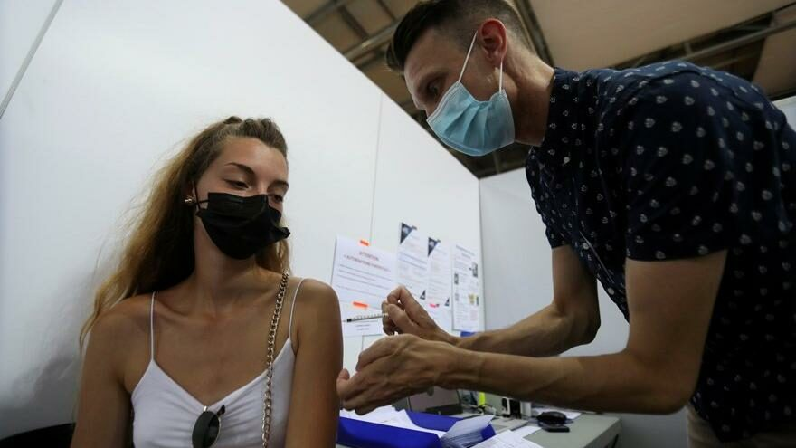 Fransa'dan üçüncü doz Covid-19 aşısı kararı