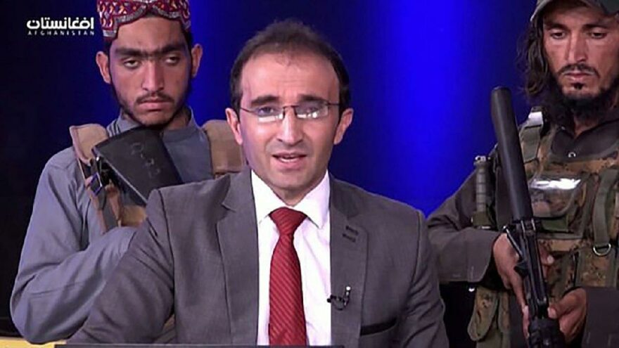 Dünya bu programı konuşuyor… Taliban militanları silah zoruyla konuşturdu