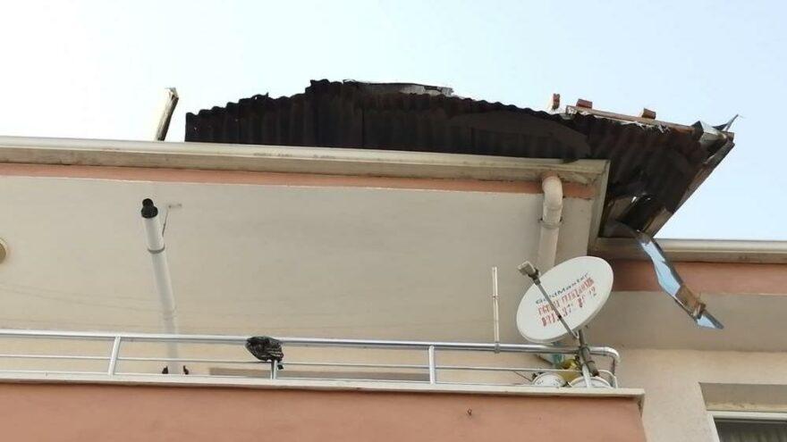 Ankara'da şiddetli rüzgar binanın çatısını uçurdu