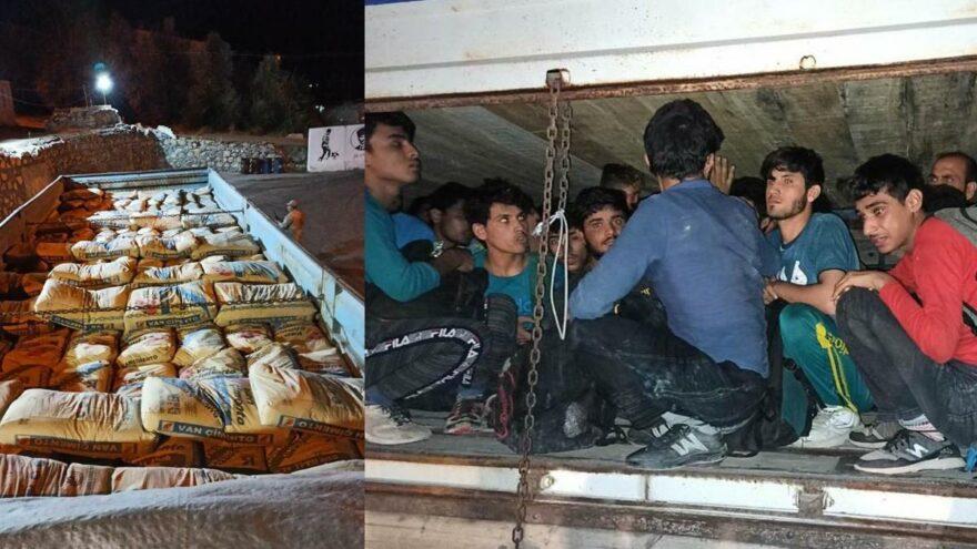 Kamyon kasasındaki çimento torbalarının altından 78 kaçak göçmen çıktı