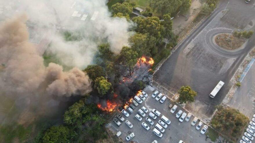 İsrail'de parkta çıkan yangın araçlara sıçradı