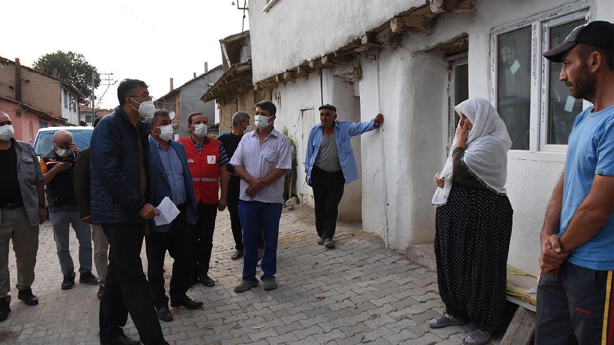 Kent 94 kez sallandı, 15 ev tahliye edildi! Deprem kâbusu