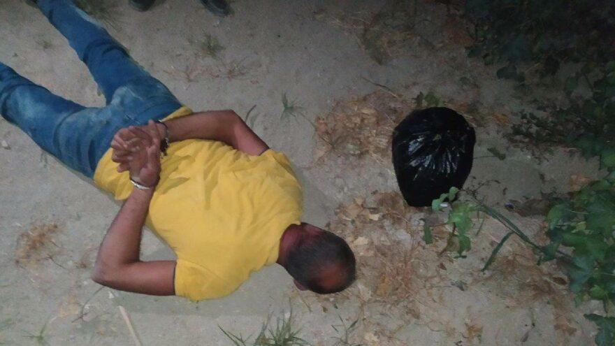 Uyuşturucu şüphelisi pamuk tarlasında yakalandı