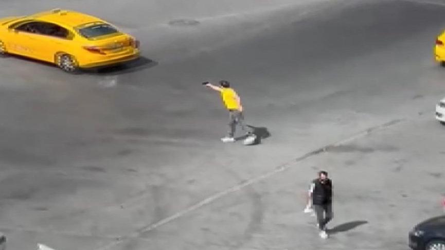 Bağcılar'da tartıştığı taksicinin arkasından böyle ateş etti