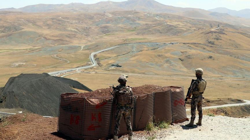 Van'da sınırı yaya geçmeye çalışan 113 Afgan göçmen yakalandı