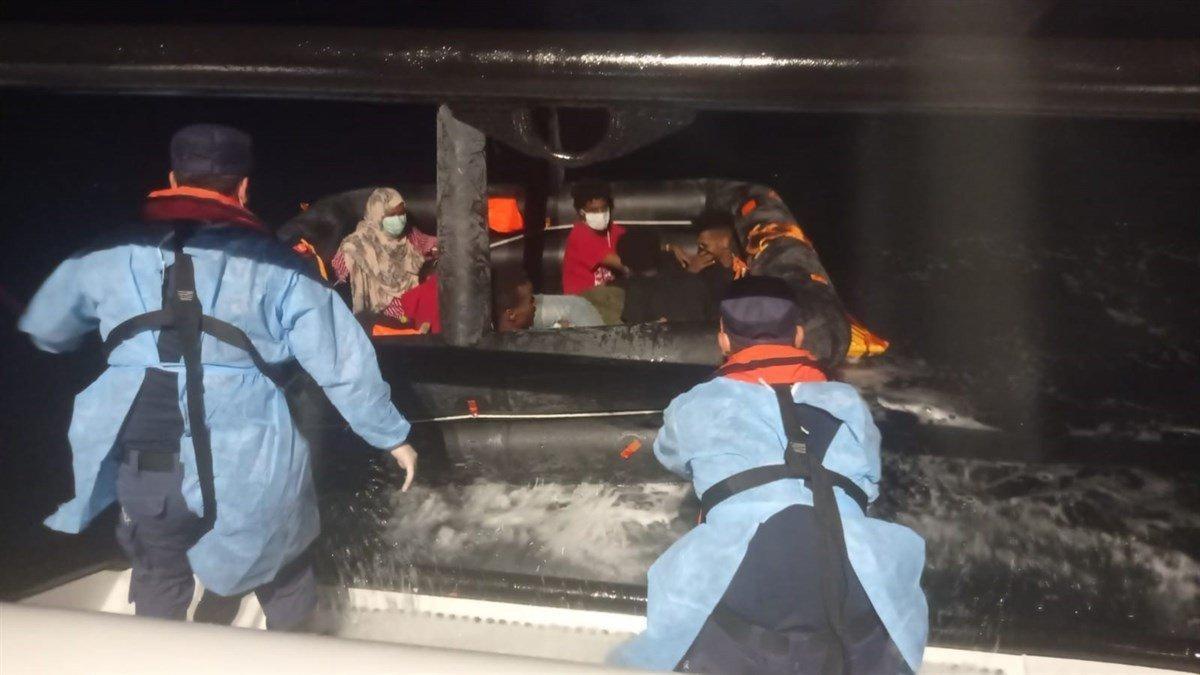 Yunanistan'ın ittiği yüzlerce göçmen kurtarıldı