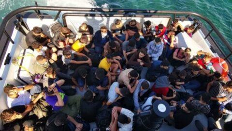 Arıza yapan yelkenli teknedeki 59 kaçak göçmen kurtarıldı