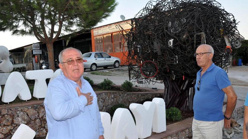 Esnafın haberi olmayınca 'Sanayi Ağacı' heykelinin açılışı töreni ertelendi